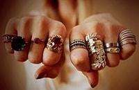 О чем может поведать расположение кольца на пальце?
