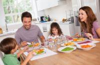 Почему для ребёнка так важно есть в кругу своей семьи