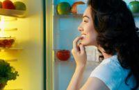 Почему ночью так тянет к холодильнику?