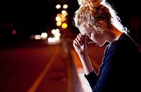 Как справиться с душевной болью? 5 стадий преодоления горя