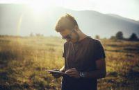 Как общаться с интровертом мужчиной